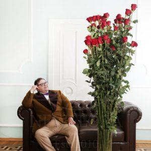 Букет 25 красных роз высотой 220см