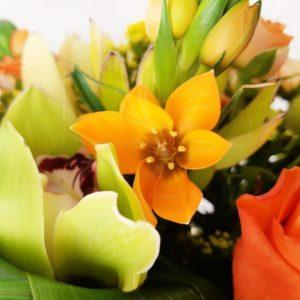 Авторский букет в Американском стиле с орхидеями, розами и зеленью
