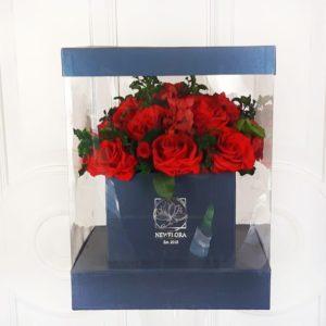 Шляпная коробка аквариум со стабилизированными цветами (долгоживущие цветы)