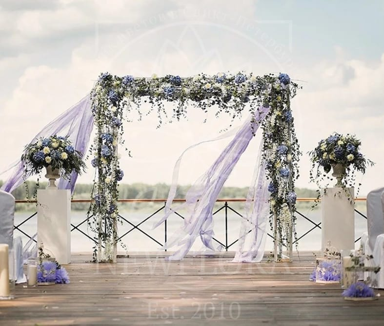Арка для свадьбы с гортензиями, эвкалиптом и хедерой
