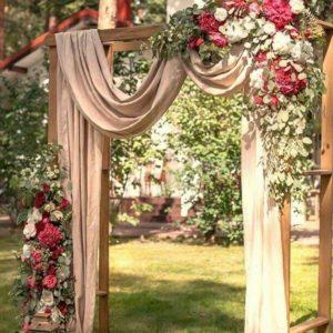 Арка для свадьбы с пионами и пионовидными розами