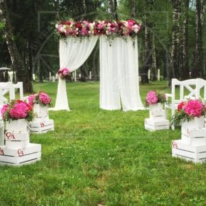 Арка для свадьбы с пионами, готензиями и зеленью