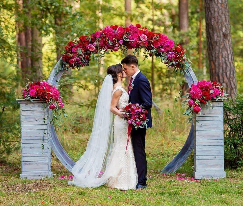 Арка для свадьбы с пионами, гортензиями и пионовидными розами