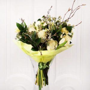 Букет 11 роз с тюльпанами, зеленью и прутьями березы