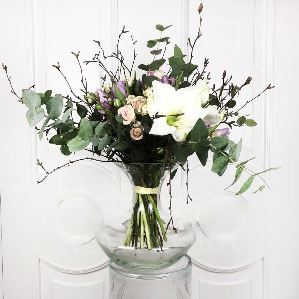 Букет 15 тюльпанов с эвкалиптом, амариллисом и ветками березы