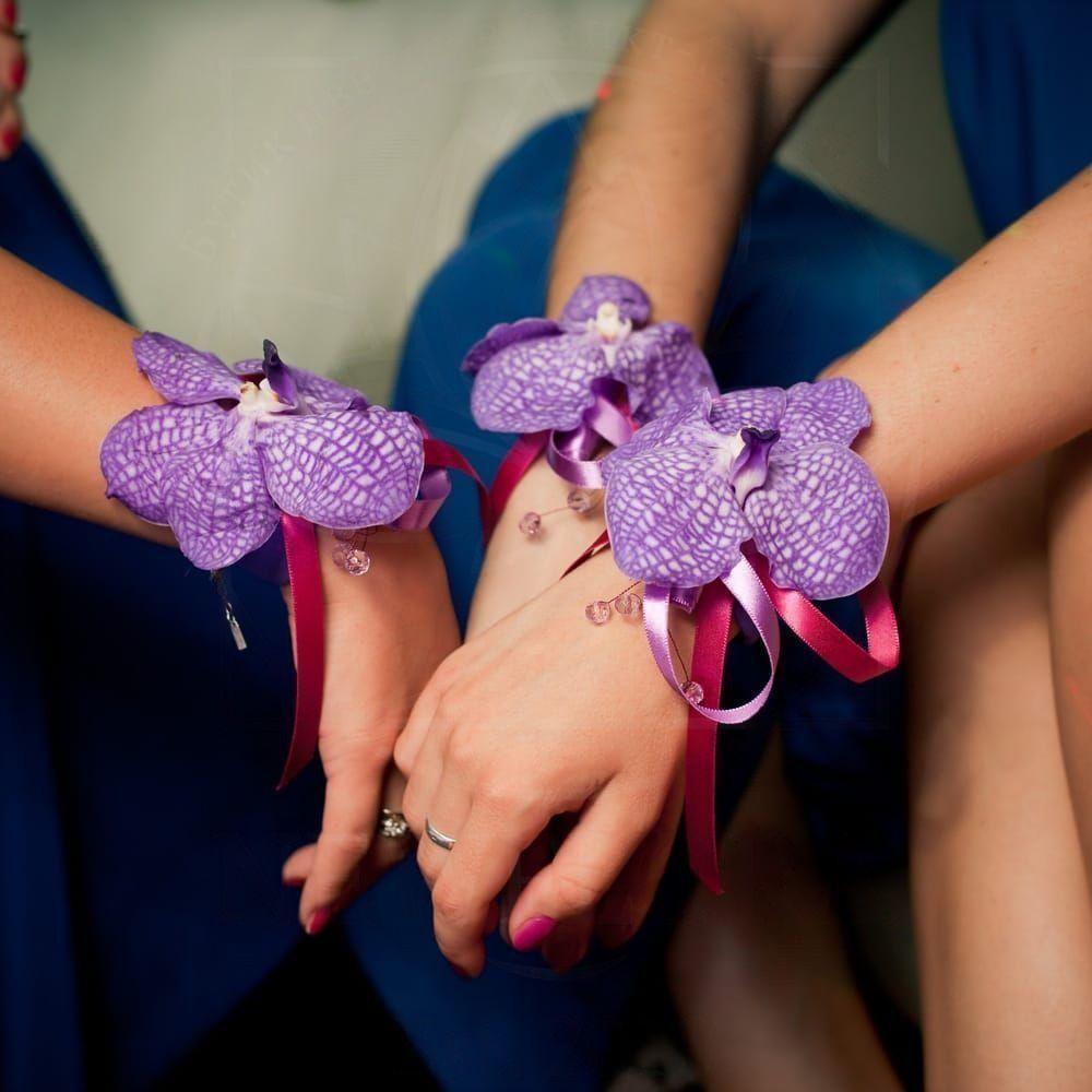 Свадебный браслет из живых цветов с орхидеей Ванда