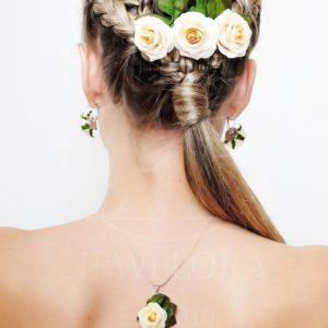 Украшение волос заколка из живых цветов с кустовыми розами