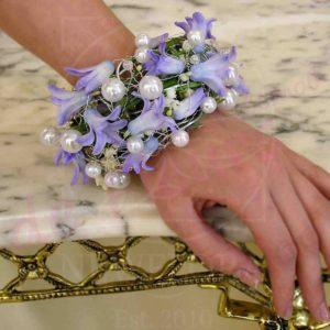 Браслет из живых цветов  с гиацинтами и ландышами