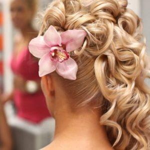 Украшение волос заколка из живых цветов с розовой орхидеей