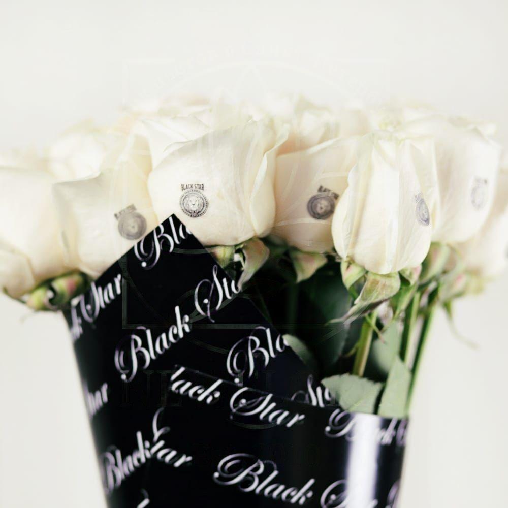 Букет 11 белых роз Black Star