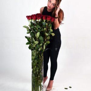 Букет 21 красная роза высотой 120см