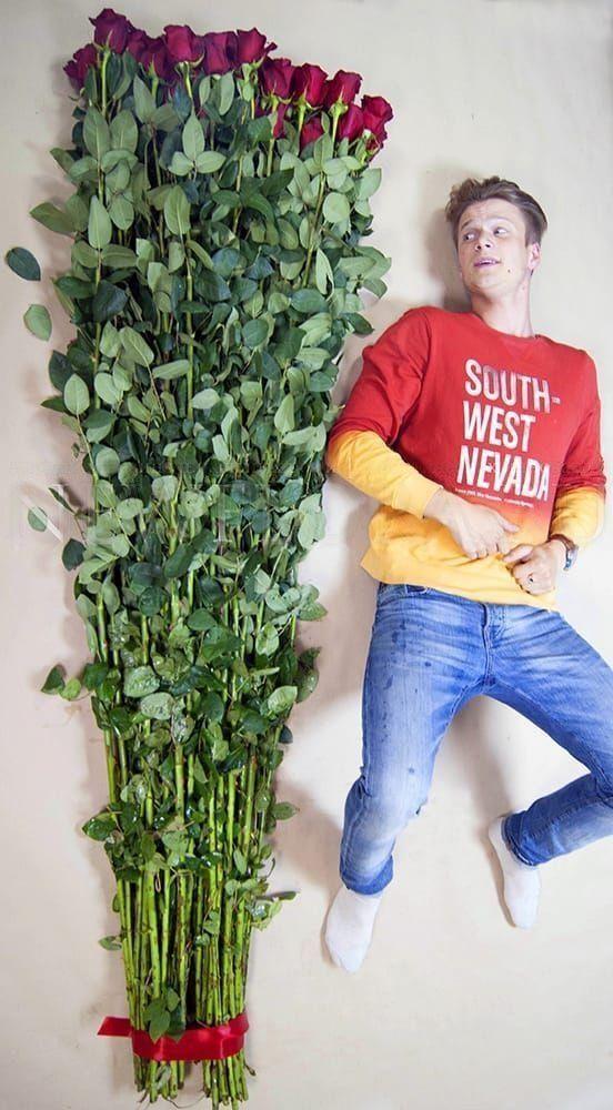 Букет 51 красная роза высотой 210см