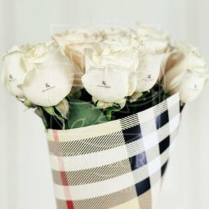 Букет 11 белых роз Burberry