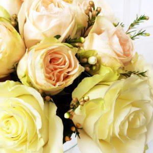 Цветочная сумочка с пионовидными розами