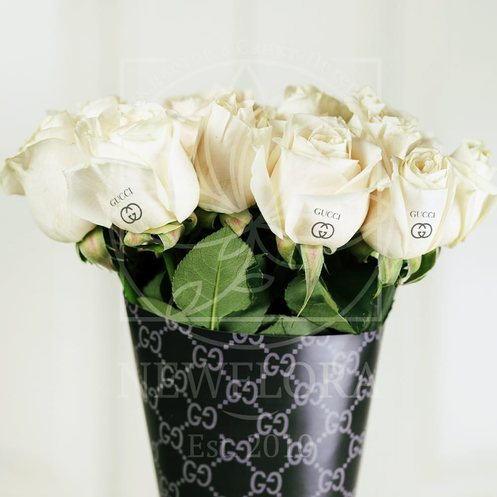 Букет 11 белых роз Gucci