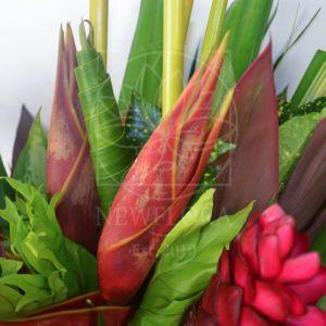 Экзотический букет с цветком Индокитайского банана и геликонией