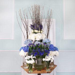 Авторская настольная композиция из цветов