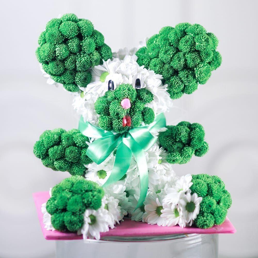 Игрушка из цветов заяц