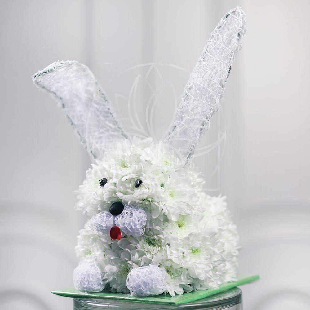 Игрушка из цветов белый заяц