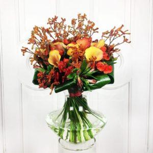 Экзотический букет 9 калл с анигозантос и розами