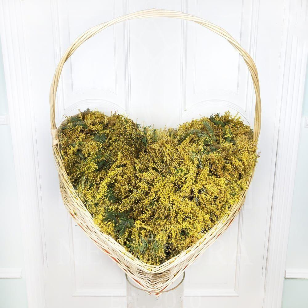 Огромная корзина сердце 201 мимоза 80×80см