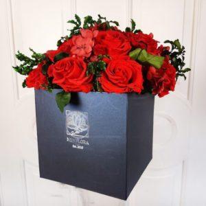 Шляпная коробка со стабилизированными цветами (долгоживущие цветы)