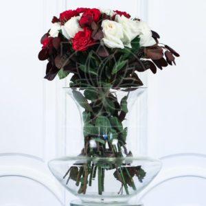Букет 19 пионовидных роз с зеленью