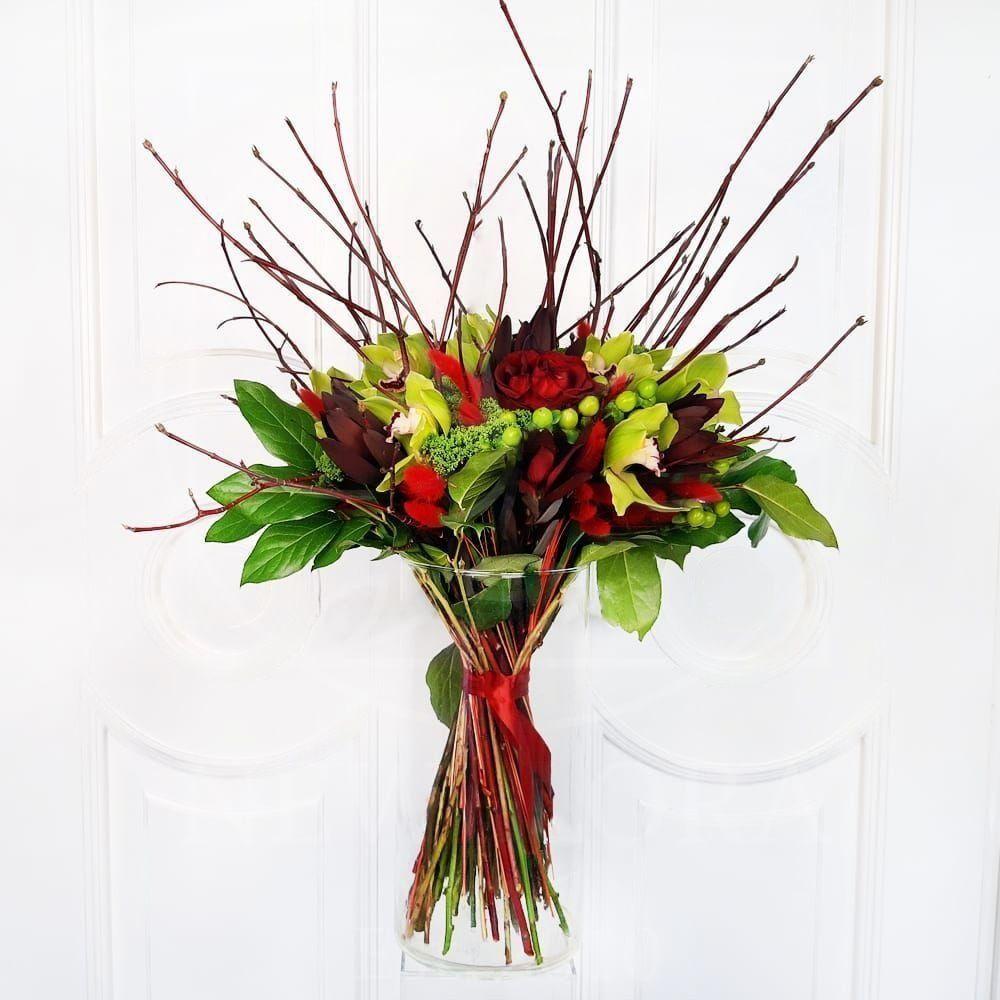 Букет 5 красных роз с орхидеями и гиперикум