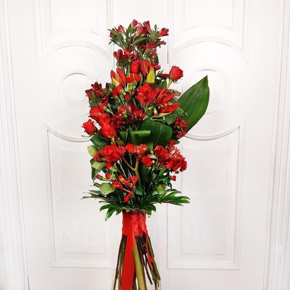 Авторский букет с амариллисами, розами и зеленью (заказчик Роснефть)