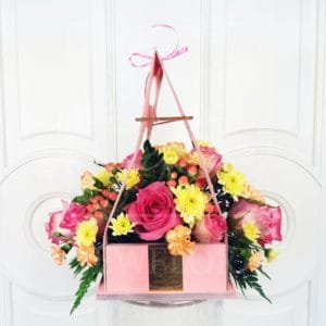 Цветочная сумочка 9 роз с зеленью