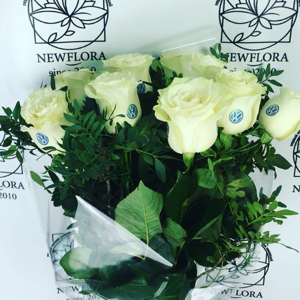 Розы с логотипами