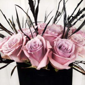 Шляпная коробка 17 роз в готическом стиле