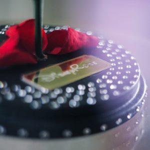 Розы в колбе со стразами «SWAROVSKI» (цвет на выбор)