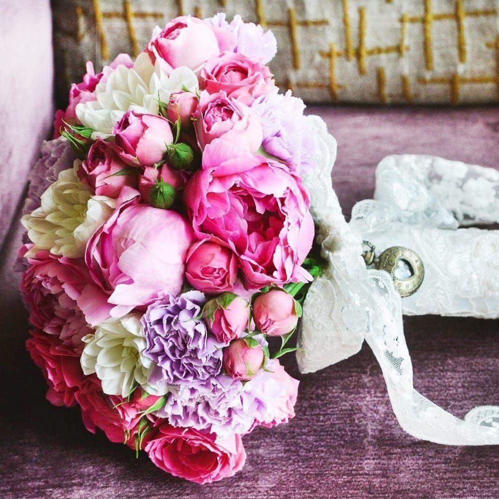 Свадебный букет 7 пионов с розами и георгинами