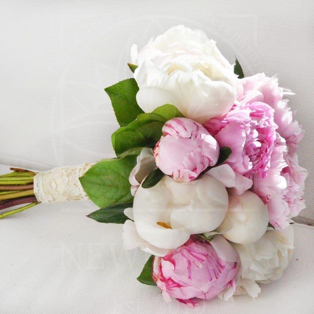 Свадебный букет из 11 пионов белых и розовых