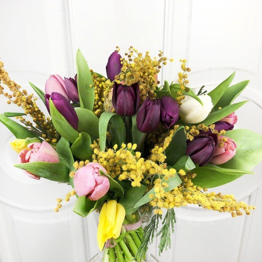 Букет 19 тюльпанов с мимозой