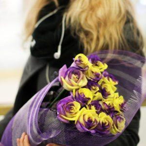 Букет 25 желто-фиолетовых роз (под заказ)