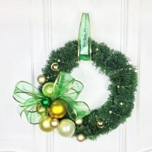 Новогодний венок с зеленым бантом