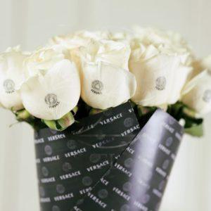 Букет 11 белых роз Versace