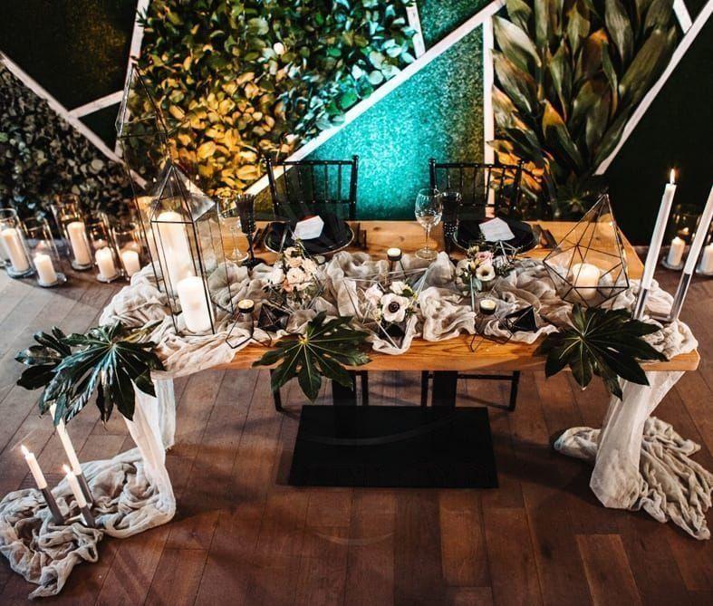 Президиум на свадьбу в готическом стиле с флорариумами и свечами