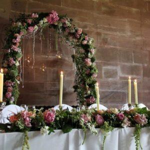 Президиум на свадьбу с пионами, амарантом, гортензиями и декорациями