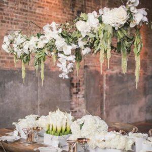Настольная и подвесная конструкции для украшения зала свадьбы