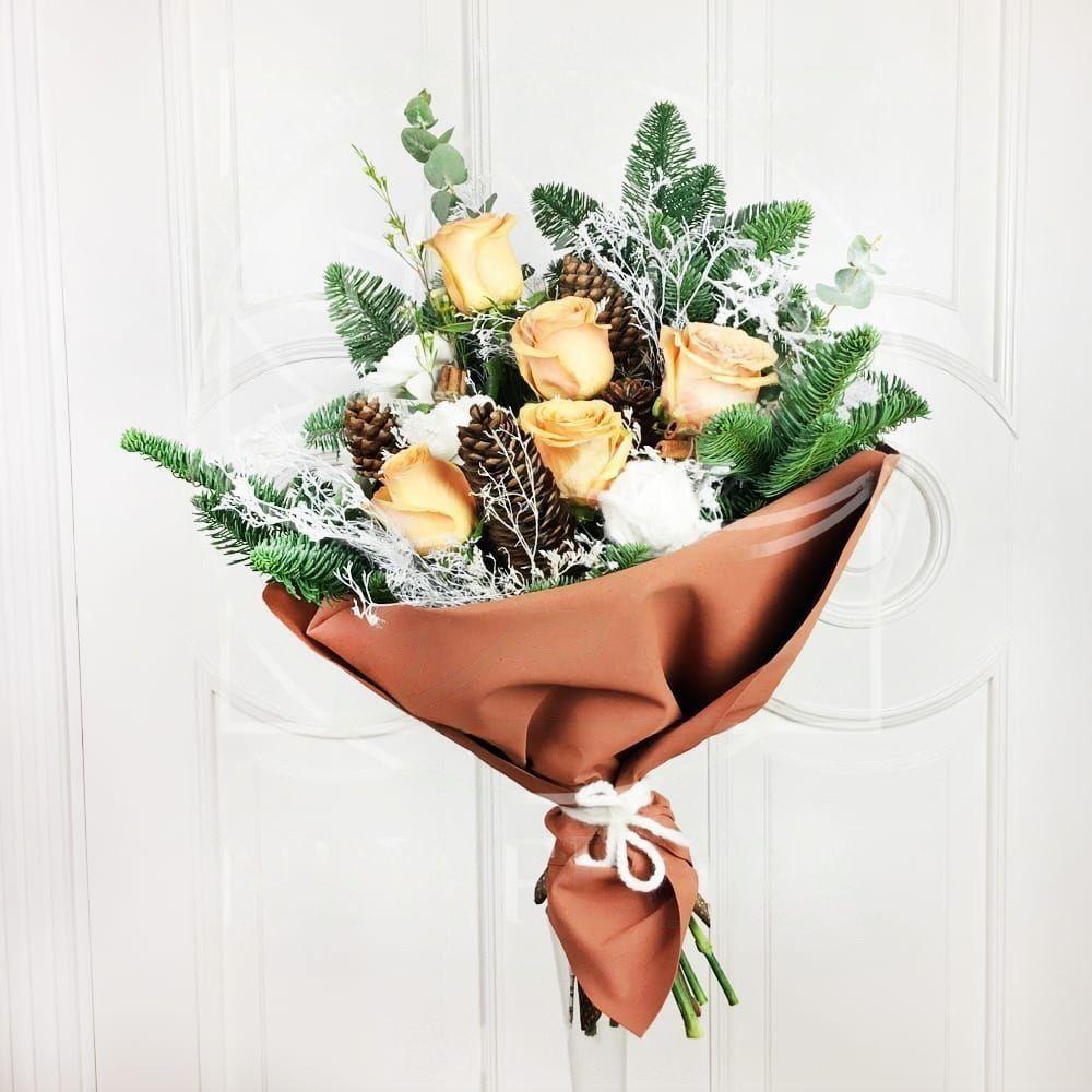 Зимний букет с розами в фоамиране