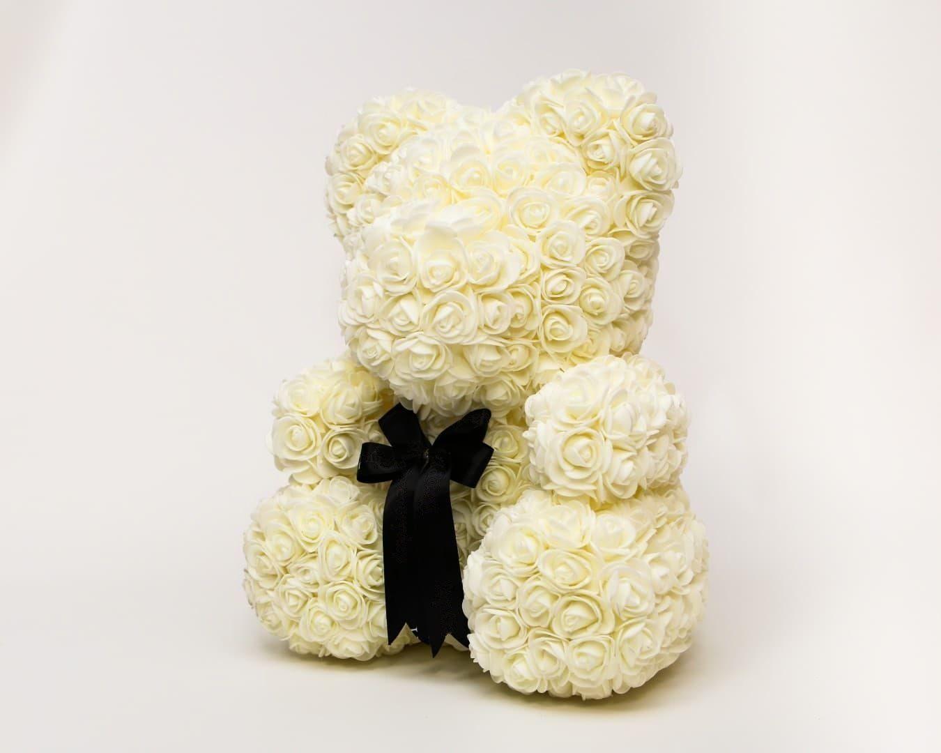 Белый мишка из фоамирановых роз с бантом 40 см (с ароматом)