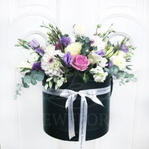 Шляпная коробка с пионовидными розамии и георгинами (заказчик Rolls-Royce St.Petersburg)