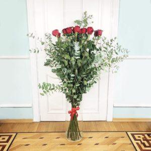Букет 15 красных роз высотой 150см с гигантским эвкалиптом