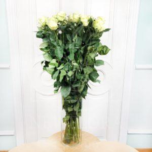 Букет 19 белых роз высотой 110см