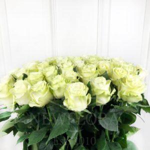 Букет 51 белая роза высотой 110см