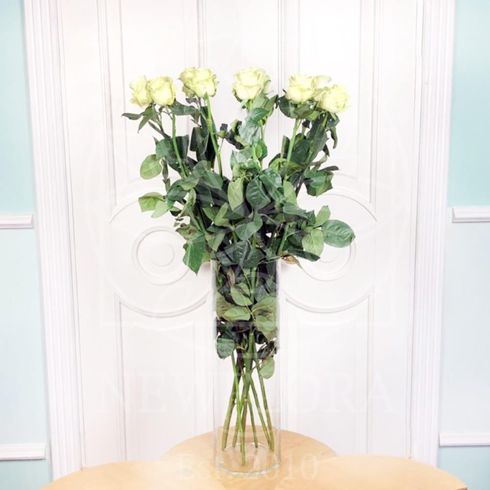Букет 9 белых роз высотой 110см