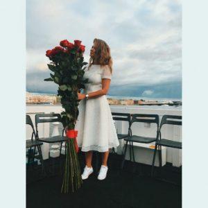 Букет 21 красная роза высотой 150см с атласной лентой (заказчик Игорь Чехов и Юлия Топольницкая)
